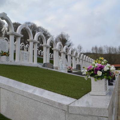 Gravstenar på rad. Aberfan offren begravdes alla tillsammans.
