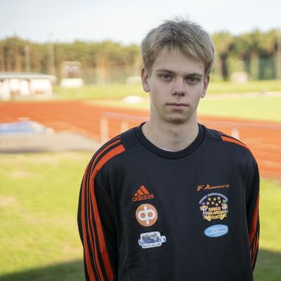 Porträttbild på Simon Ekholm