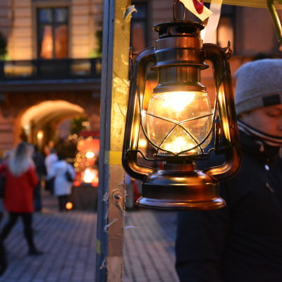 Julmarknad på Gamla stortorget i Åbo.