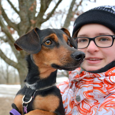Maria Nikula och hunden Patap.