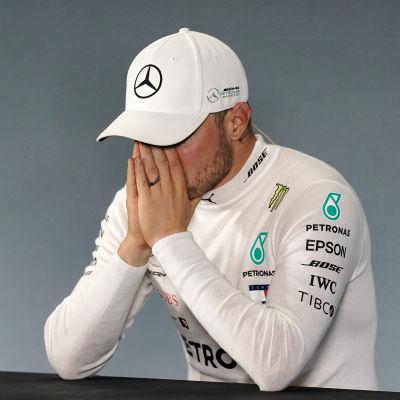 Valtteri Bottas pustar ut efter F1-loppet i Mexiko.