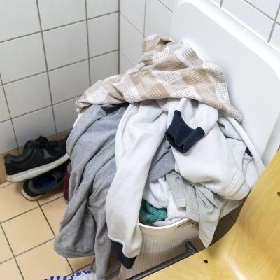 Likapyykkiä kylpyhuoneessa.