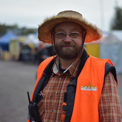 Porträttbild på Tom Rönnblad.