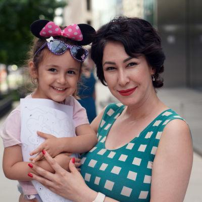 Iranska tv-journaisten Samira Gharaei ser fram emot att få barnbidrag när utbetalningarna inleds den 15 juli 2021.