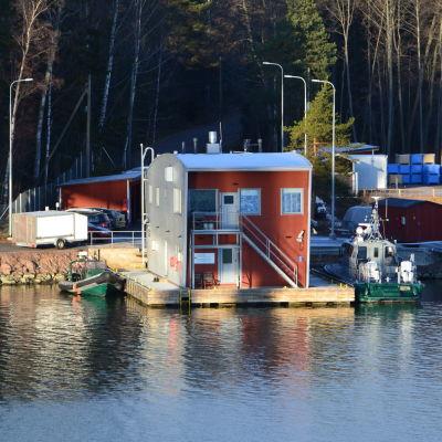 Sjöbevakningsstationen Kuggen vid Emsalö bro.