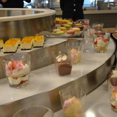 Dessertbordet i buffén på Baltic Princess.