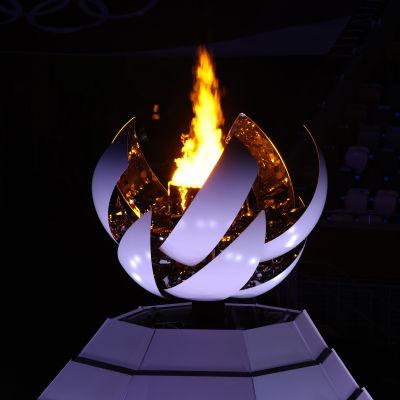 OS-elden under avslutningsceremonin i Tokyo.