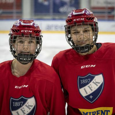 IFK:n naisten joukkueen ranskalais-pelaaja Clara Rosier ja Emmanuelle Passard