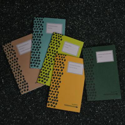De fem första böckerna från En liten bok.