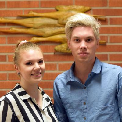 Alexandra Stjernberg och Linus Mäkelä, medlemmar av kulturhuset Karelias ungdomsgrupp