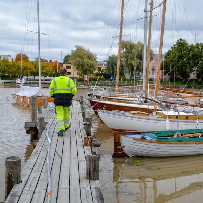 Båtvarv och träbåtar.