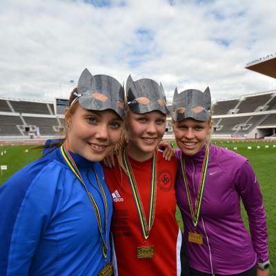 Tre av gatustafettens guldflickor Emilia Borgmästars, Mette Paavolainen och Rebecca Jung.