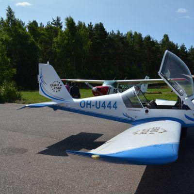 Hangö flygklubbs ultralätta flygplan.
