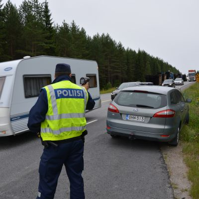 Polis med hastighetsradar