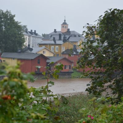 regn över gamla stan i borgå