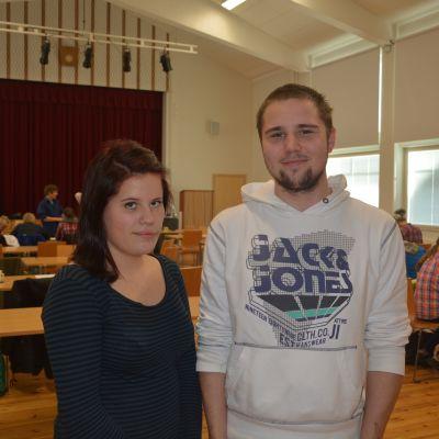 Otto Danskanen och Anni Kynnös från Karis finska gymnasium