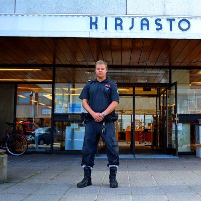 Heinolan kaupunginkirjastoa on vartioinut muun muassa Heikki Kietäväinen