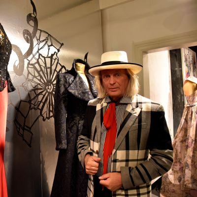 Jukka Rintala pukunäyttelyssä