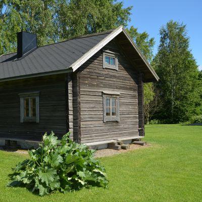 Alkuperäisen Alajoki-saunan mittojen mukaan rakennettu jokisauna Ilmajoella.