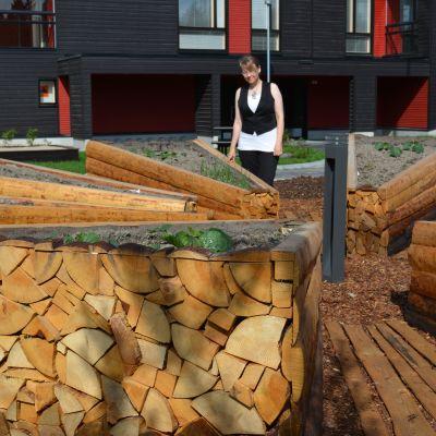 Elina Lindin teos Tervahauta on rakentunut Seinäjoen asuntomessujen ainoa kerrostalon pihalle.