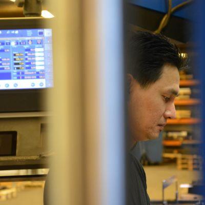 Vietnamilainen Phan Phuc on työskennellyt samassa kaarinalaisessa yrityksessä yli kymmenen vuotta.