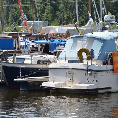 Båtar i Borgå gästbåtshamn.