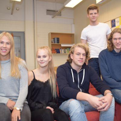 Elever i Karis-BIllnäs gymnasium.