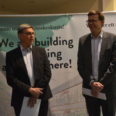 HS Center byggs om nästa år. På bilden Harry Schaumans stiftelses fastighetschef Jan_Erik Hinds och vd Tom Westermark.