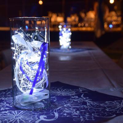 Borden var dekorerade i blått och vitt i Ingå arenan.