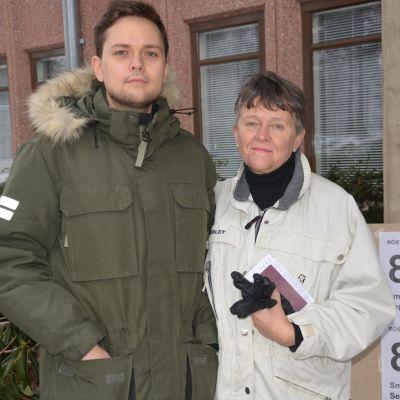 Väljare röstar i presidentvalet i Smedsby.