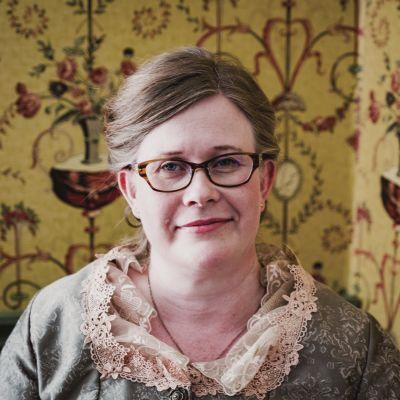 Piia Vähäsalo on Langin kauppahuoneen vanha rouva.