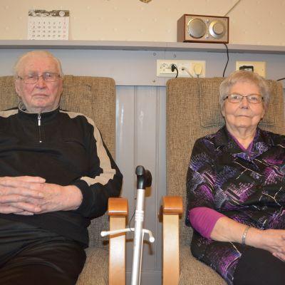 Krigsveteranen Ragnar Eriksson och frun Gundel Eriksson är inne på rehabilitering
