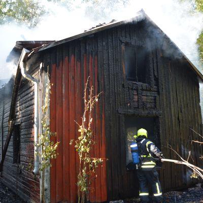 Ödegård brann på Skutnäsvägen i Jakobstad