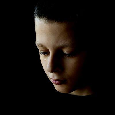 Pojke som gråter.