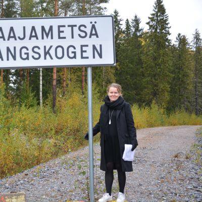 Generalplanläggare Annika Birell vid Långskogens industriområde i Vasa.