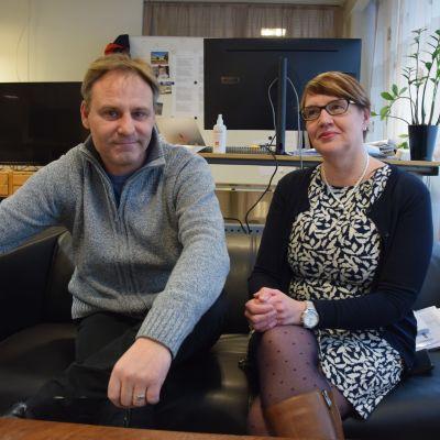 Patrik Rosström från Yle Västnyland och Marina Holmberg från tidningen Västra Nyland