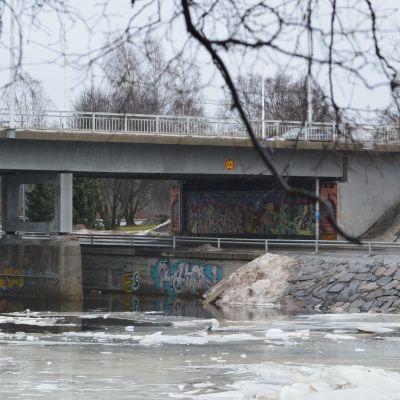 Merikosken sillat Oulussa.