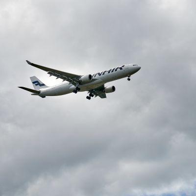Finnair harmaalla taivaalla