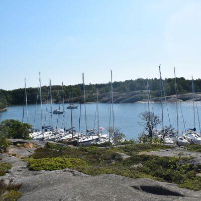 Byvikenin satama Saaristomerellä.