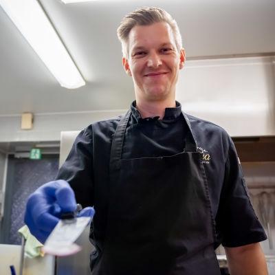 Toimitusjohtaja Jarkko Heinonen, Piha-ravintola.