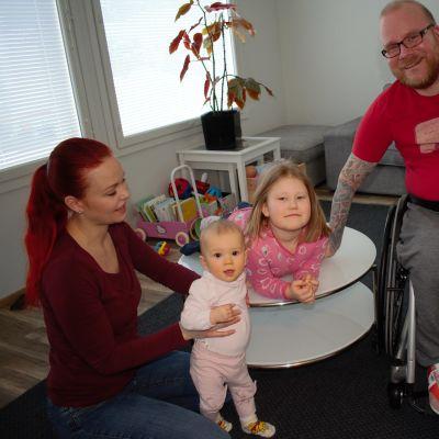 Petri Hörkön perheeseen kuuluu avopuoliso ja kaksi lasta.