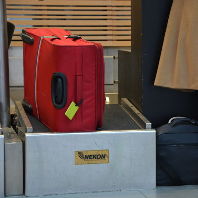 Resväskor på Vasa flygplats.