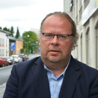 Mäklare Lars-Johan Backman.