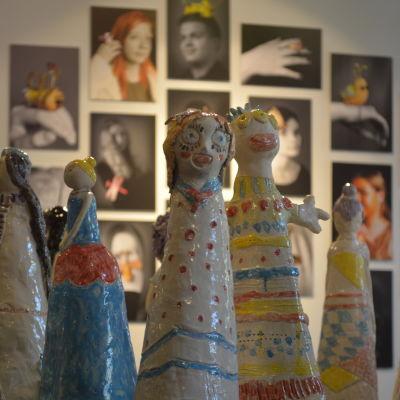 Eleverna från olika verkstäder i Borgå konstskola ställer ut i Grand