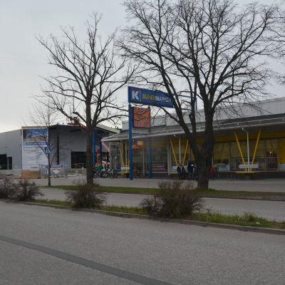 Gamla och Nya K-supermarketarna i Hangö.