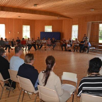 Diskussionsmöte kring Rudus planer på utvidgad stenkross i Joddböle, Ingå.