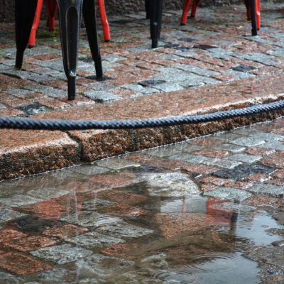 Regn på uteservering i Borgå
