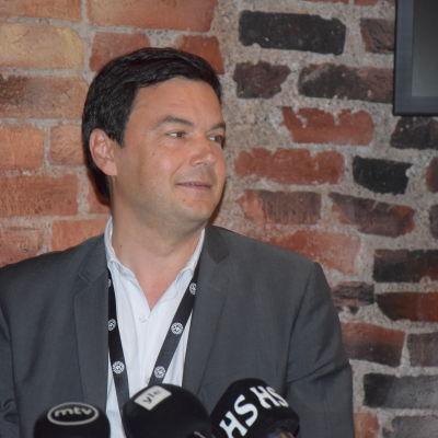 Den franske ekonomiprofessorn Thomas Piketty i Helsingfors