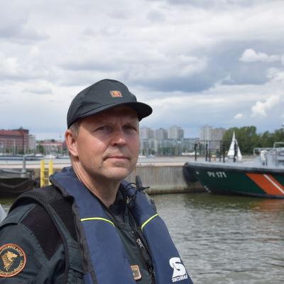 Oiva Juntunen från Helsingfors sjöbevakningsstation.