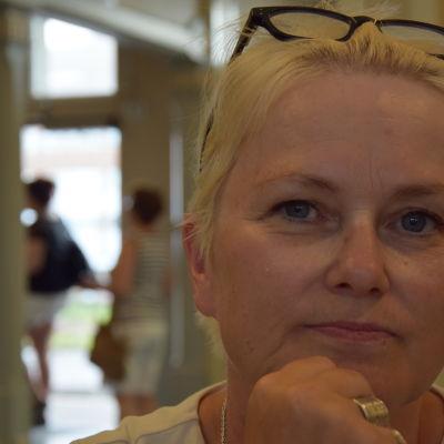 Frisör Paula Nevala, Salong Sara